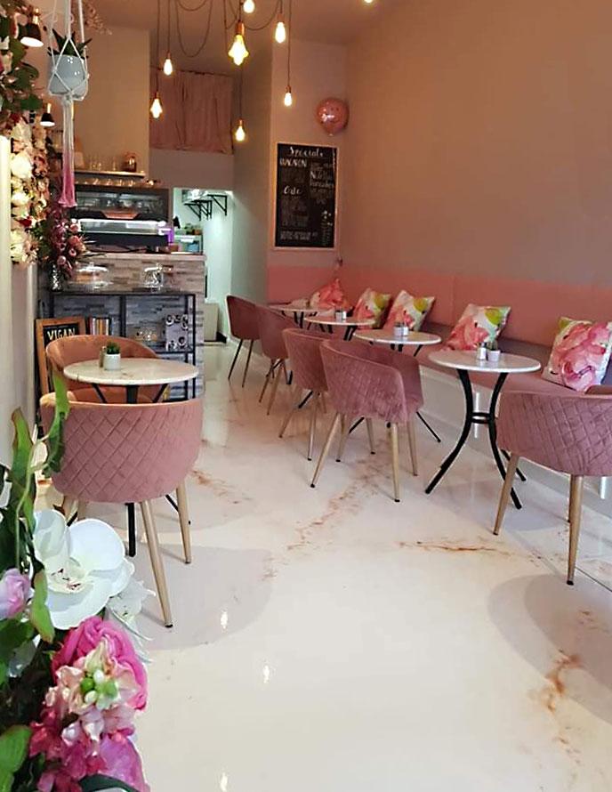 Caféfußboden mit Epoxy Metallicbeschichtung statt mit Fliesen