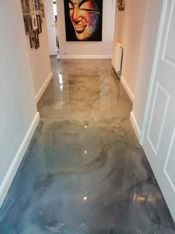 Epoxy Flooring mit Marmoreffekt eines Flurs